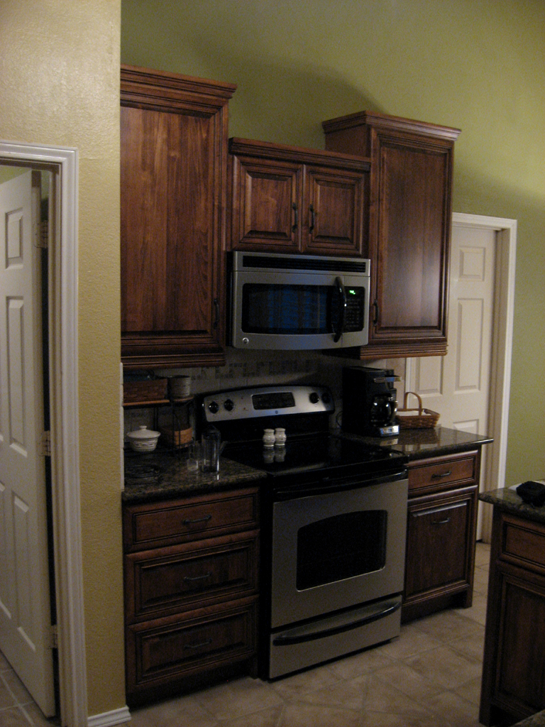 Cooking Area With Range 42 Inch Upper Cabinets Create Tower Effect