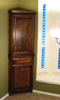 Custm corner hutch with rich crown molding and center rail